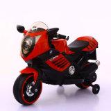 Dos motos de los cabritos del plástico de las ruedas con energía eléctrica