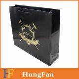 Черный бумажный мешок подарка с горячим штемпелюя подгонянным логосом