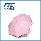 Automóvel barato do preço que dobra-se anunciando guarda-chuvas