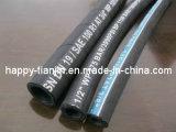 Un tuyau hydraulique tressé de fil d'acier (SAE 100 R1)