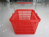Panier de main en plastique d'achats de supermarché en gros