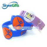 Bracelet promotionnel de silicones estampé par logo fait sur commande