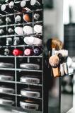 Crémaillère d'étalage tournante de rouge à lievres d'usine d'OEM restant librement le présentoir cosmétique, organisateur acrylique de renivellement de Skincare