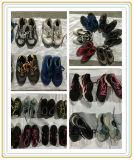 يستعمل أحذية يستعمل أحذية لأنّ إفريقيا سوق