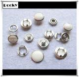 Dispositif de fixation de bouton de rupture de perle de placage pour des vêtements de bébé