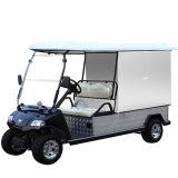 Golf-Auto mit Gehäuse-Rückseiten-Ladung im Gaststätte-Hotel-Golfplatz
