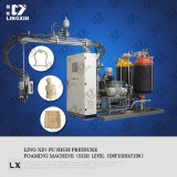 Máquina que hace espuma del poliuretano de la decoración del chalet