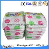 Couche-culotte élevée remplaçable de bébé d'OEM d'absorbant avec le prix usine