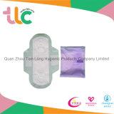 Serviette hygiénique de couverture de maille de prix concurrentiel avec des ailes