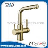 Grifo de agua filtrado de tres vías purificado de cobre amarillo cromado del agua potable
