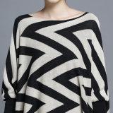 Frauen-Form-Wellen-Muster-Baumwollnylon gestrickter Franse-Poncho (YKY2052)