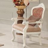標準的なファブリックコーナーのソファーはChaiseのラウンジの骨董品の椅子および古典的な表の部門別のソファーによってセットした