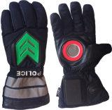 トラフィックの指導のための情報処理機能をもった明るい手袋、冬と、