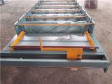 機械を形作る屋根のパネルの台形