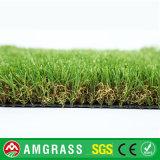 يرتّب عشب اصطناعيّة لأنّ بينيّة وحديقة
