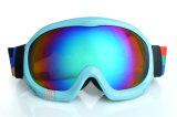 L'obiettivo del PC dei rivestimenti del Rainbow mette in mostra gli occhiali di protezione per corsa con gli sci di notte