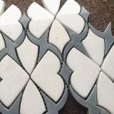 Blanco cristalino del diseño hermoso con el azulejo de mosaico de mármol Waterjet azul de la luna