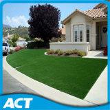 庭の草L35-Bを美化するための人工的な草か人工的な泥炭