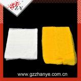 Gelbes und weißes Heftzwecke-Tuch, das Lappen für Auto-Reinigung abwischt