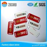 Kundenspezifische Qualitäts-Kleid-Papier-Fall-Marke mit Blumen-Seide-Farbband