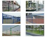 3つの柵の良質のゲートが付いている標準的な庭の鉄の塀