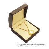 Almacenaje de cuero marrón claro de la PU que empaqueta el rectángulo de joyería pendiente de Earing