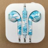 iPhone를 위한 착색된 꽃 이어폰을 인쇄하는 최신 판매 에서 귀