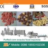 Petiscos friáveis do milho que fazem a máquina