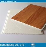 El panel de pared laminado grano de madera del PVC