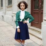 Les filles verdissent le modèle d'uniforme scolaire de chemise et de jupe