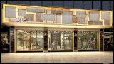 De Vertoning van Shopfront van het Kledingstuk van dames met de Tribune van de Vertoning, het Rek van het Kledingstuk