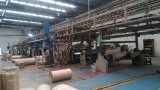 Gewölbte Papierherstellung-Maschine, Braunes Packpapier, das Maschine herstellt