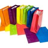 Большим или малым ярким покрашенный неоном мешок подарка подарочной обертки партии, мешок лоснистого слоения бумажный,