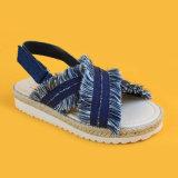 Джинсовая ткань повелительниц ЕВА единственная изнашивая перекрестные сандалии ленты