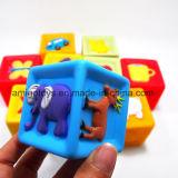 Игрушка ванны игры малышей установила в пластичный материал