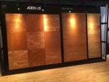 居間の設計された木製のフロアーリング