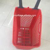 Cesta do plástico do supermercado de quatro rodas