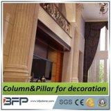 Columna Corinthian de mármol amarillenta lujosa
