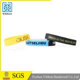 Wristband di gomma su ordinazione del silicone della fascia del braccialetto con il disegno di marchio