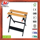 木のベンチの仕事台の工作台