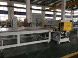 Machine à découper les tissus à quatre colonnes de précision à l'alimentation par un seul côté et à la coupe de cuir