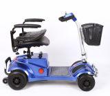 Das vier Rad-Älteste entspannen sich elektrischen Roller