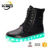 新しいデザイン高く上のLace-upスポーツの靴の人の方法点滅LED軽い靴のマーティンの2016の靴