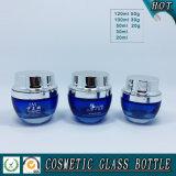 blaue farbige kosmetische Glasflaschen und kosmetische Glasgläser