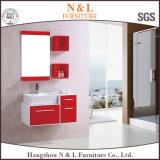 Cabinas de cuarto de baño con los espejos