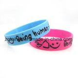 I Wristbands su ordinazione del silicone con colore hanno riempito