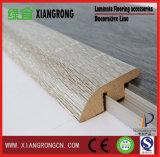 Lamellenförmig angeordneter Bodenbelag für Sockelleiste 2400*45*12/15mm