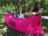 膨脹可能な屋外の空気ソファーまたはLamzacの空気たまり場のソファーか膨脹可能な寝袋の空気ソファー