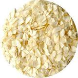 新しい穀物の白いニンニクの薄片