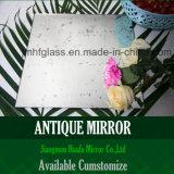 Utilizzando nello specchio di vetro dell'oggetto d'antiquariato decorativo dello specchio dello specchio della stanza da bagno